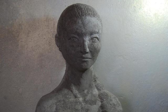 Skulptur Menschin Dasein